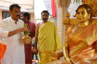 Naresh At Vijaya Nirmala Statue