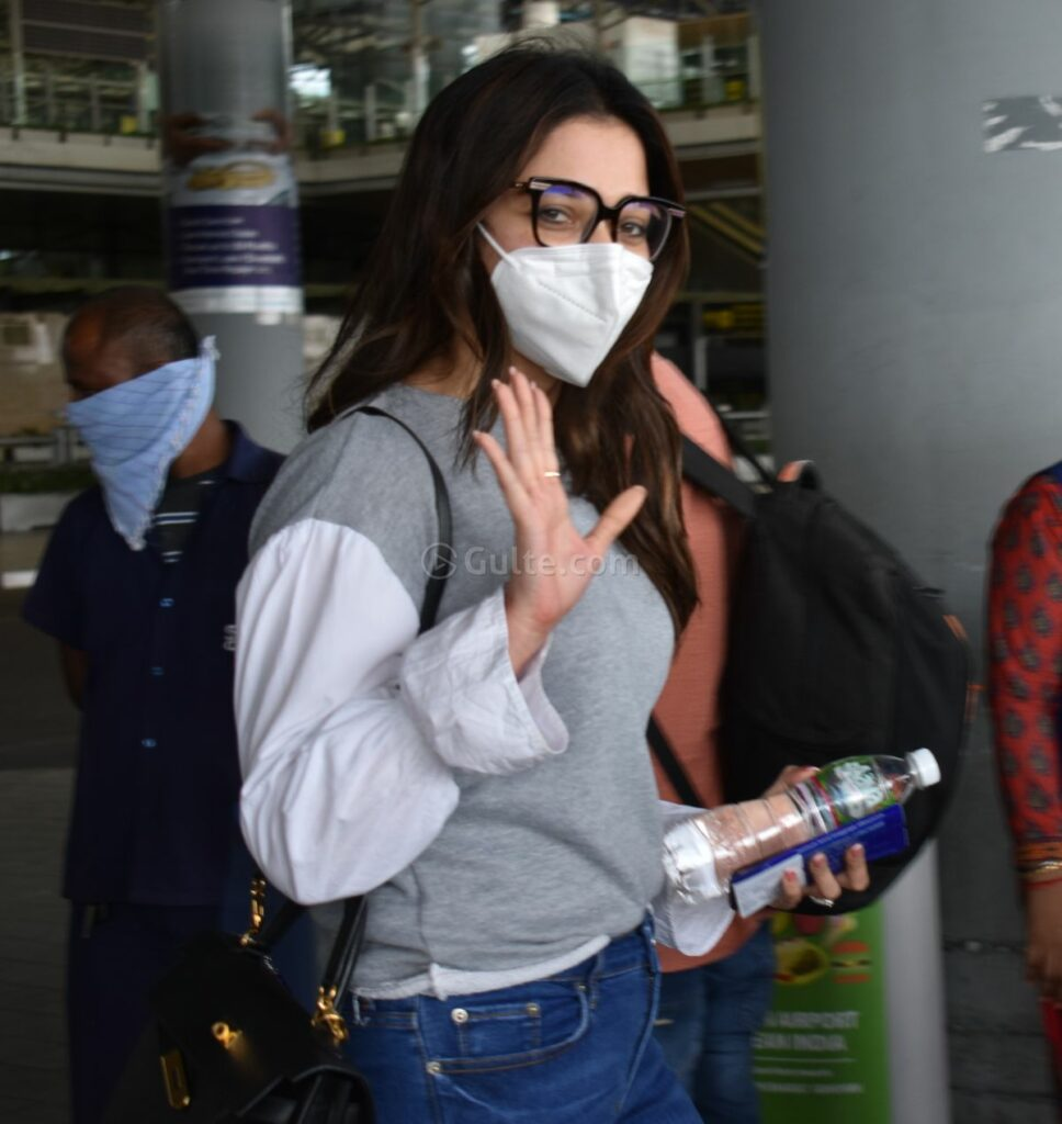 Tamanna Airport Look: Simple & Trendy