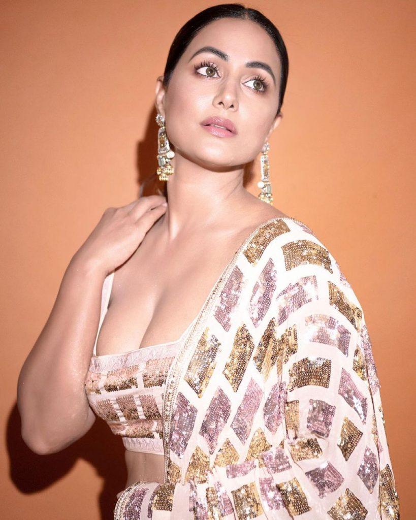 Hina Khan is too Hot 8