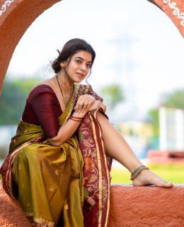 Yamini Bharadwaj Homely Look In A Traditional Saree